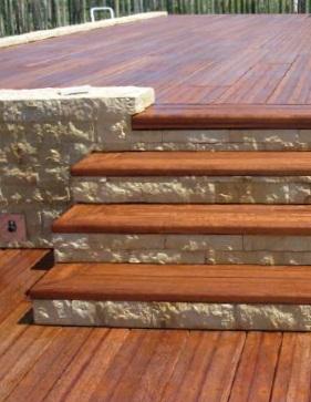 Tarima exterior merbau for Escaleras para exteriores de madera